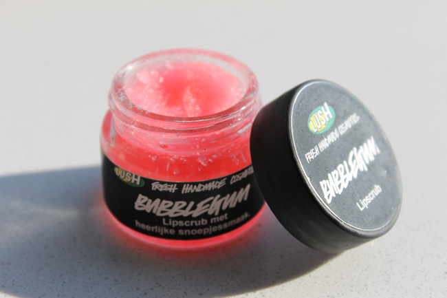Review Lush Bubblegum lip scrub