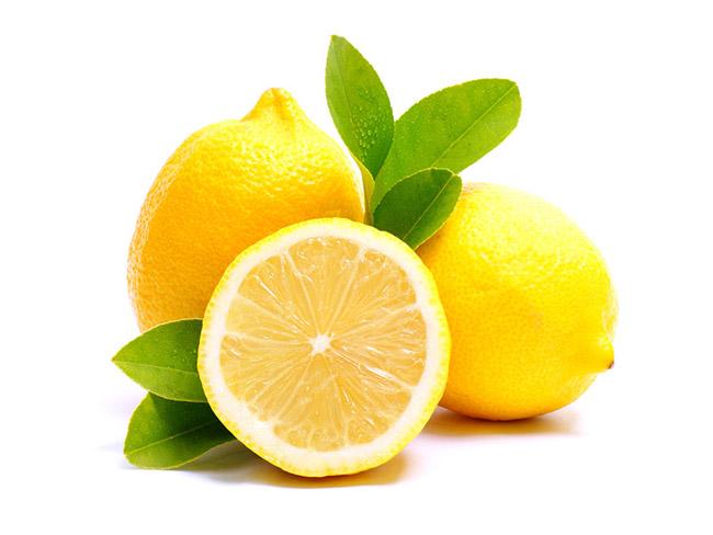 water met citroen groene thee
