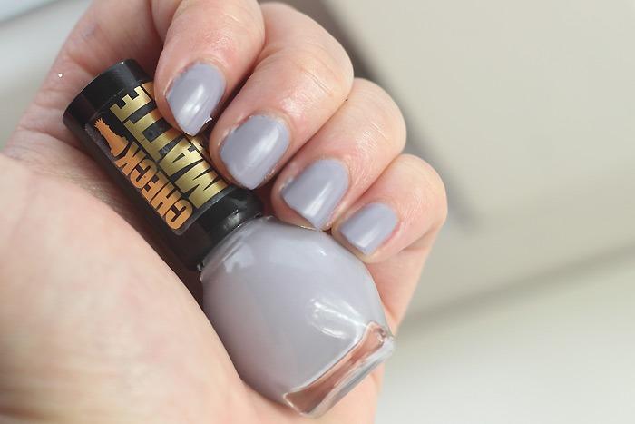 miss sporty check matte nagellak grijs taupe