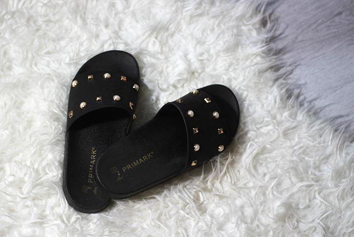 primark amsterdam rubberen slippers met studs