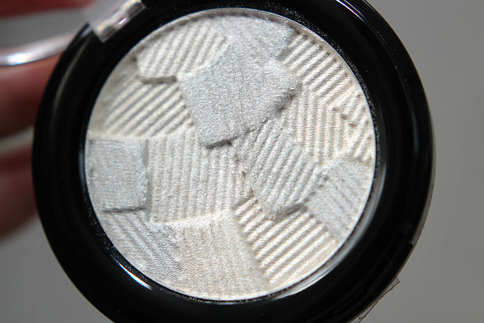 catrice 3d glow highlighter icy glaze