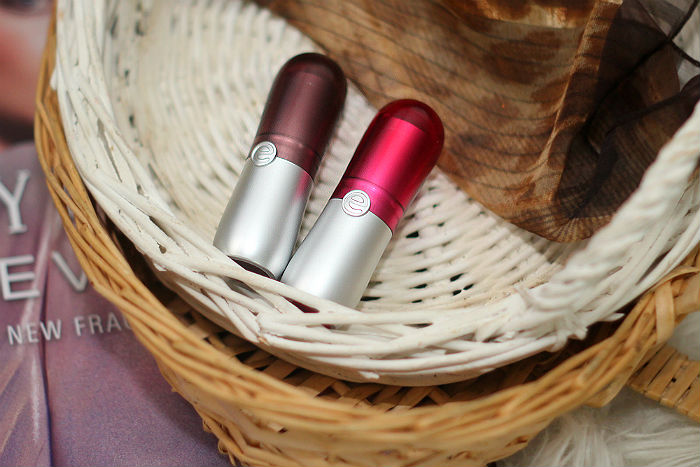 essence velvet matte lipstick unredsistible & fudgy brownies