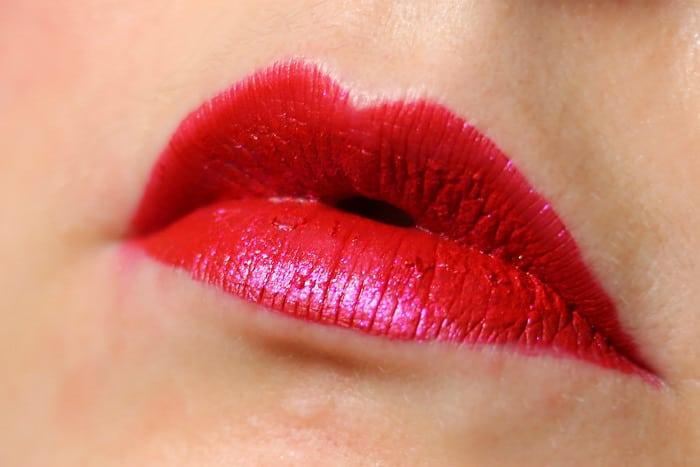 catrice glitter storm liquid glitter lips roaring red