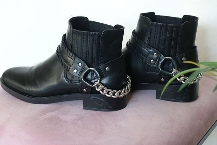 zwarte laarsjes met ketting pull&bear