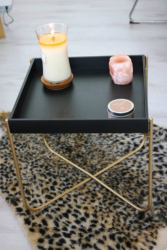 zwart tafeltje met gouden pootjes van action